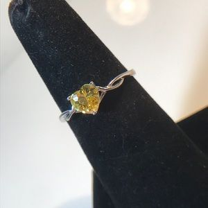 Size 8 yellow heart stone sterling ring